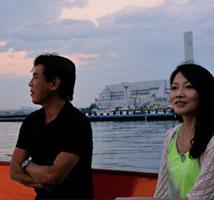 水に揺らぐ夕景を二人じめできるロマンチックなひととき。